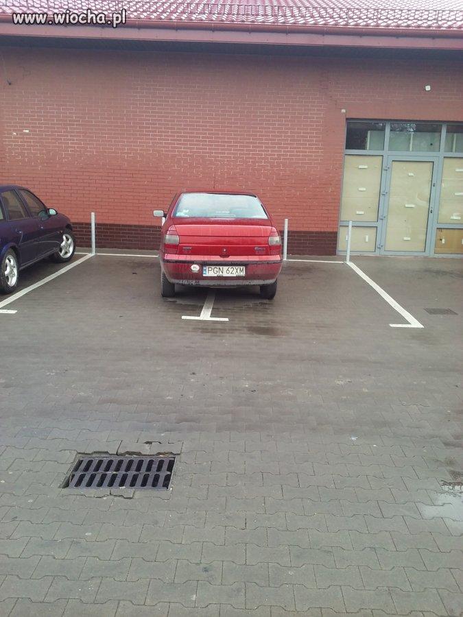 Kolejny geniusz parkowania...