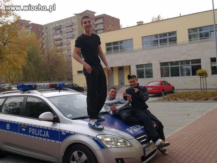 Klapki są, policja jest.