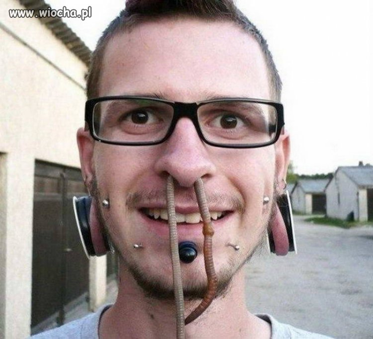 Piercing naturalny.