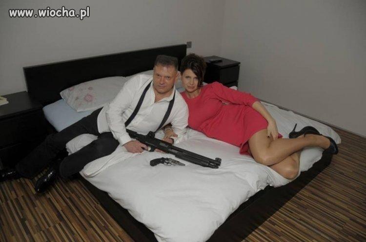 Rutkowski w łóżku z bronią i kochanką