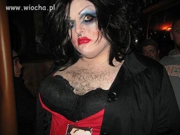 Mam kolczyki w nosie oraz świetny makijaż...