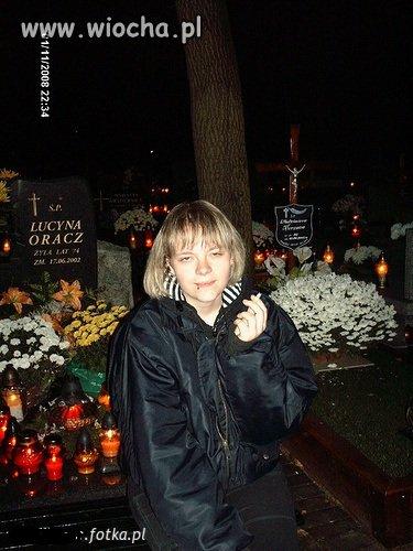 Nie ma to jak fota na cmentarzu