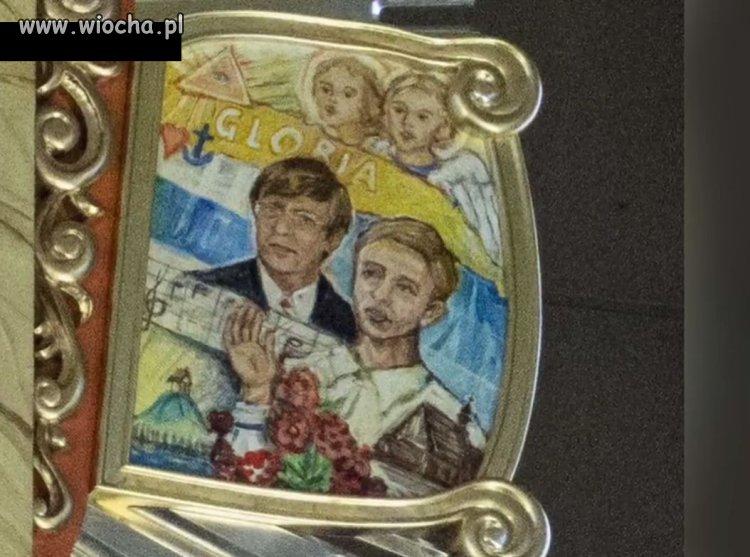 Radny PiS i jego żona na obrazach w kościele.