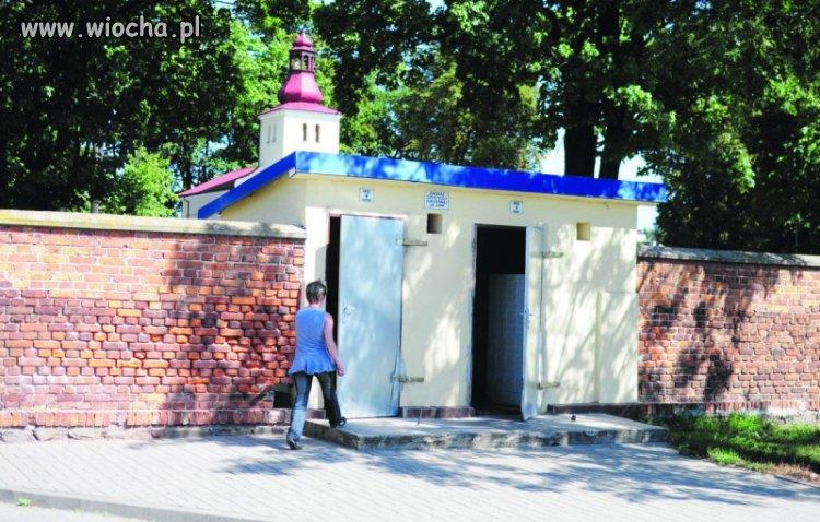 Skorzystanie z toalety na cmentarzu katolickim 2z�