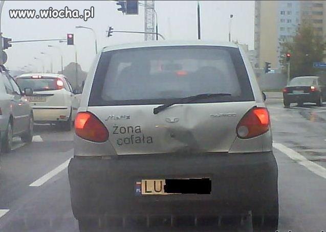 Żona cofała.