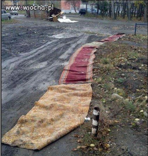 Na osiedlu ułożyli nowe chodniki.