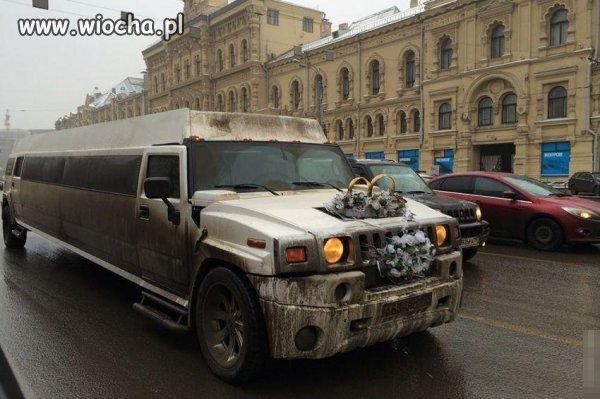 Noworuskie jadą do ślubu.