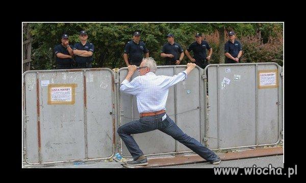 Poranne ćwiczenia przy barierce.