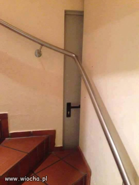 Ukryte drzwi...