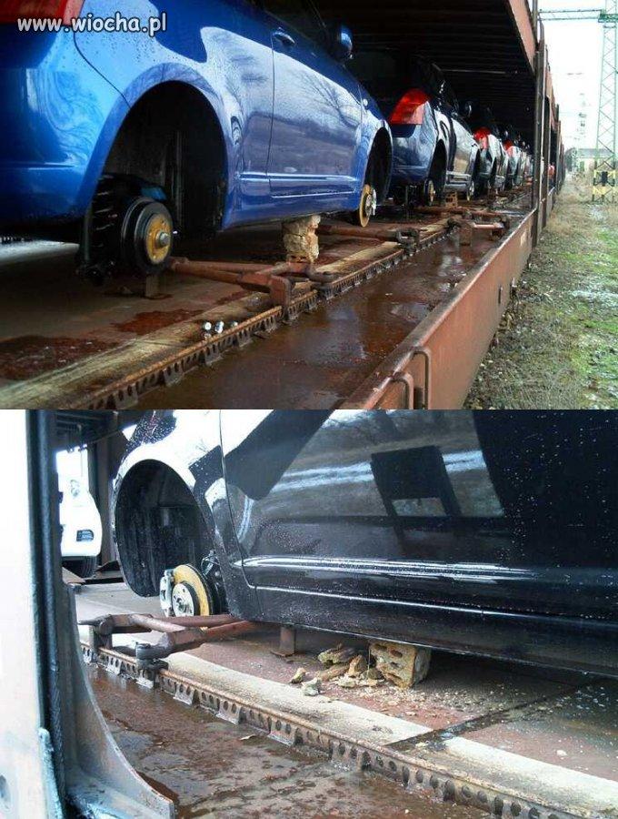 Samochody też odczuły podróż koleją.
