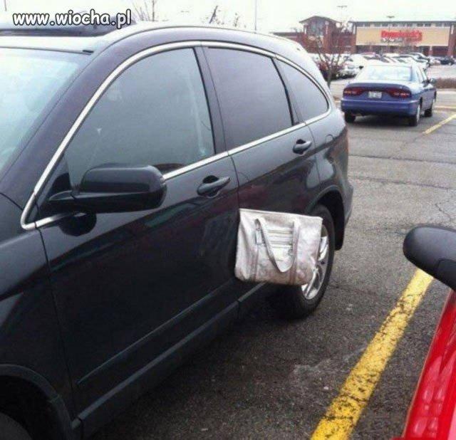 Gdzie to ja torebkę zostawiłam