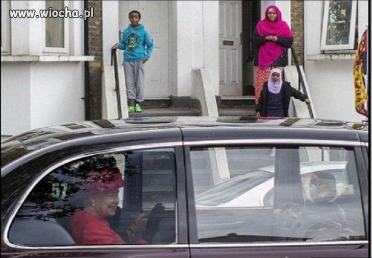 Królowa pozdrawia swoich poddanych...
