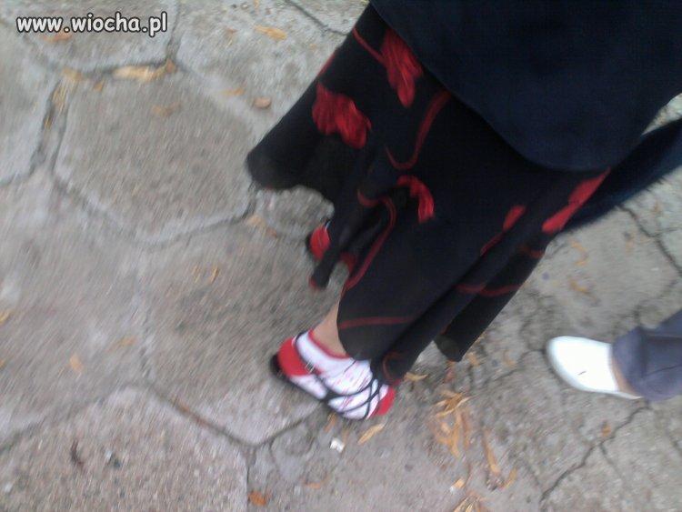 Nowa moda sandały na obcasie + skarpetki..