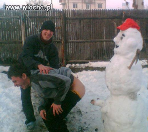 Mamy pierwszy śnieg i pierwszych trzech bałwanów...