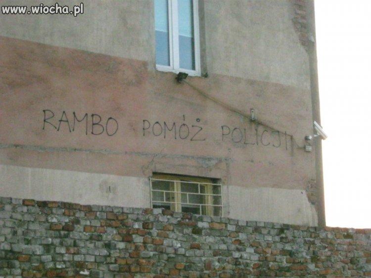 Napis  na budynku komendy