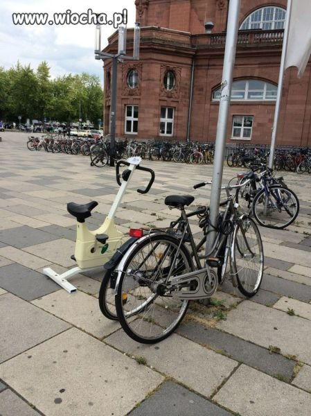 Kazali zaparkować rower.