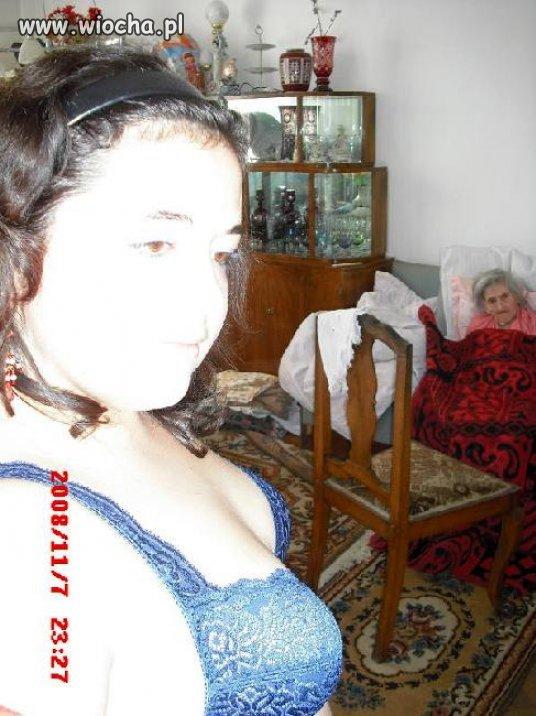 Babcia musi być dumna z cycków wnusi ...