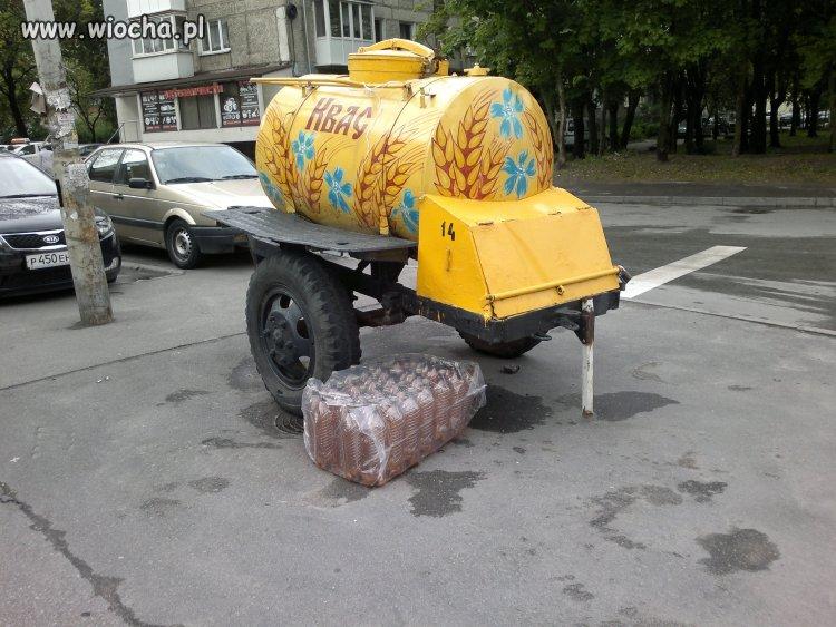 W Rosji z takiej beczki sprzedają smaczny kwas,