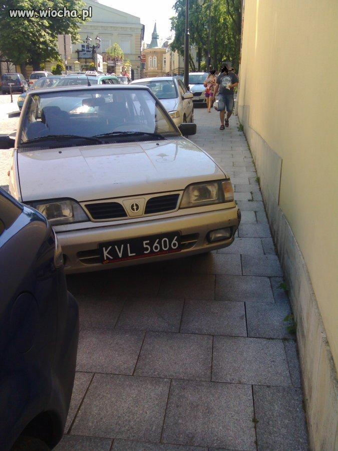 Karny k...s za ch...e parkowanie