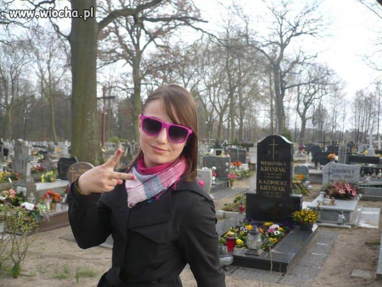 Sweet focie na cmentarzu