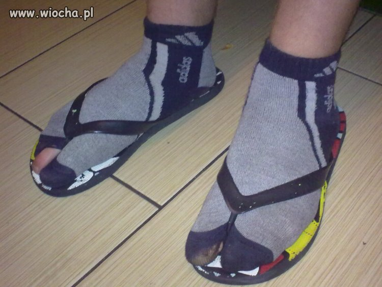 Skarpetki i sandały były, ale japonki i skarpetki...