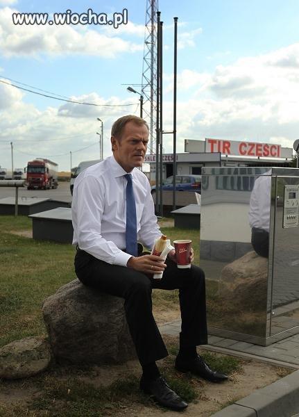 Lansik na kawkę i hotdoga na stacji.
