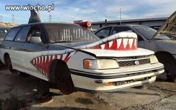 Sharkobus atakuje