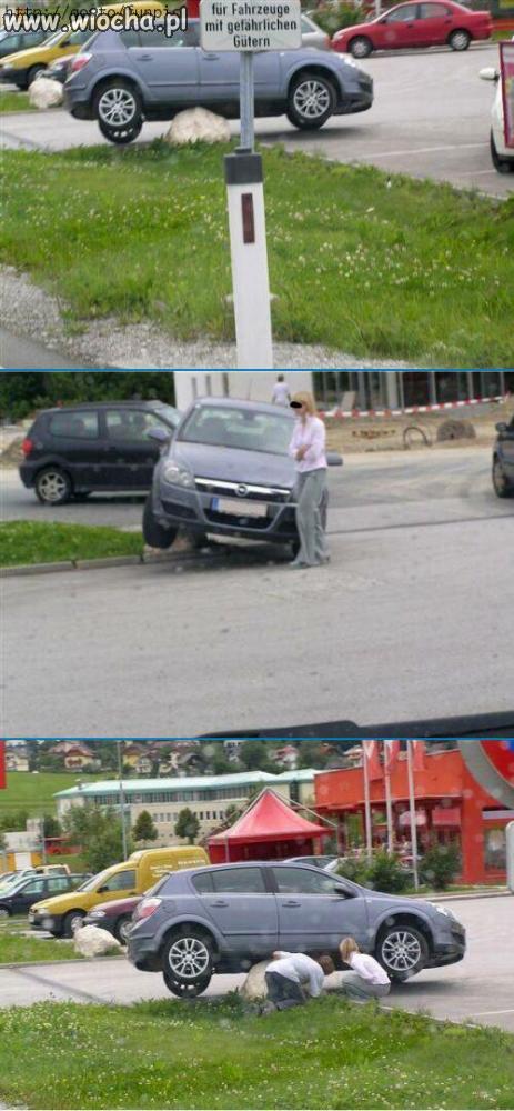 Kobieta samochód i kamień