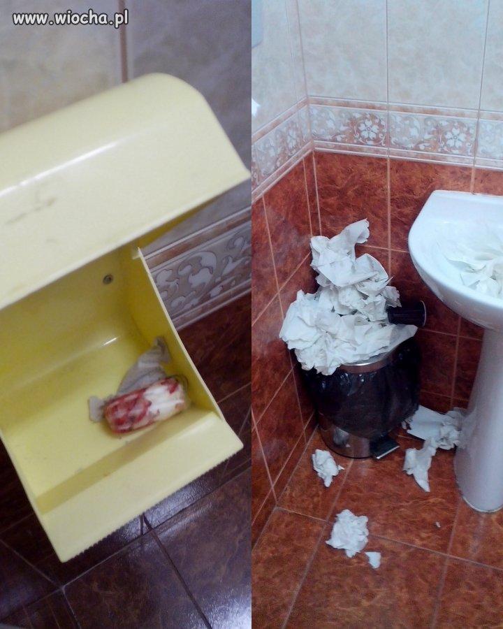 Łazienka dziewczyn w szkole...