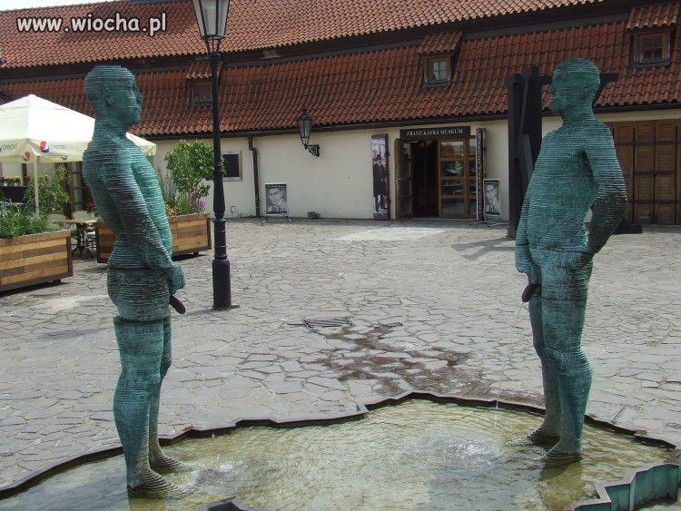 Praga - fontanna z moczem.