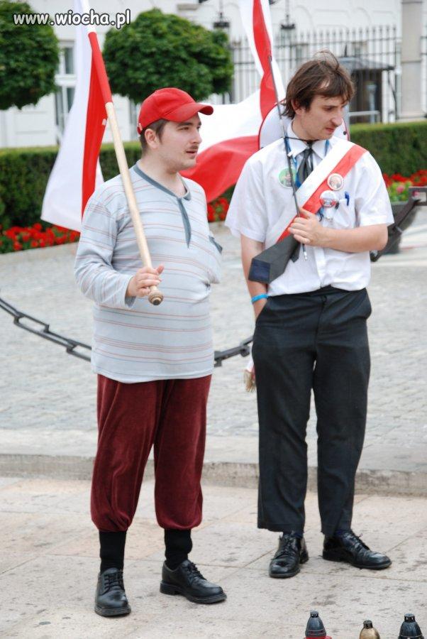 W obronie krzyża przed Pałacem Prezydenckim