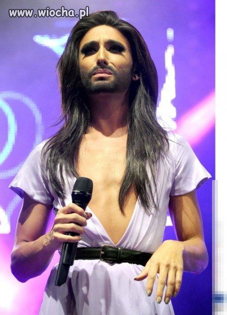 Conchita Wurst na koncercie pokazała... klatę