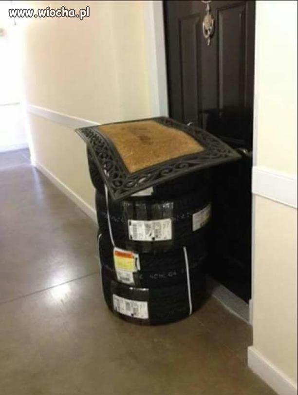 Kurier zostawił mi przesyłkę pod wycieraczką