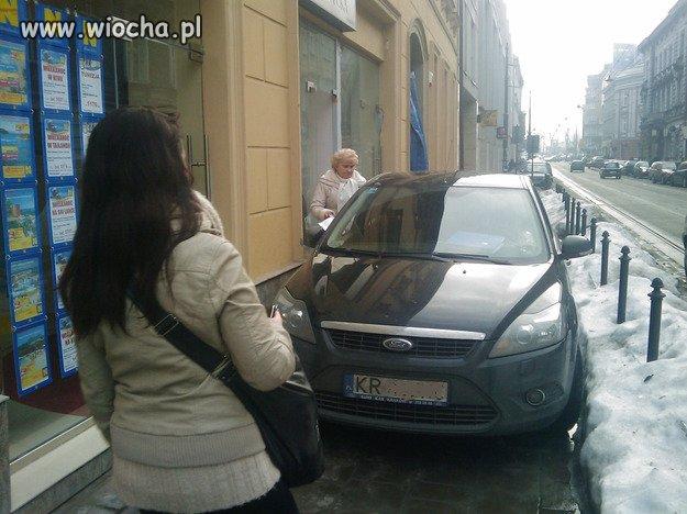 To dopiero mistrz parkowania