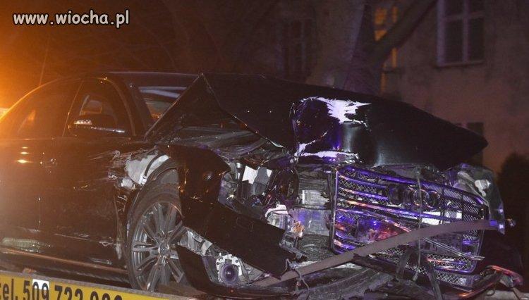 30km/h auto premier Szydło po uderzeniu w drzewo