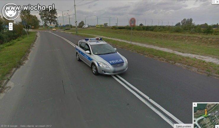 Nawet samochód Google ich przyłapał...