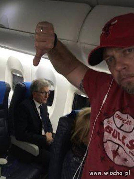 A gdy w samolocie spotkasz komunistę...