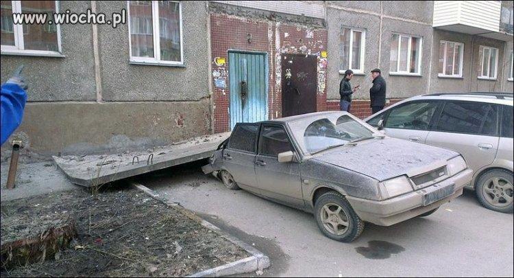 I zostaw tu auto pod blokiem...