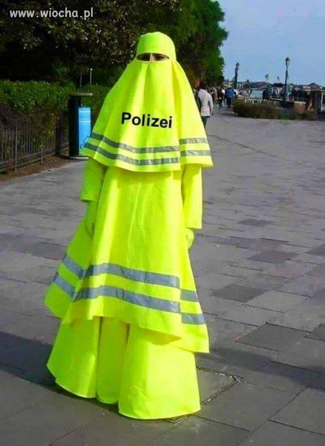 Podoba mi się taki mundur policjanta, daleko go widać