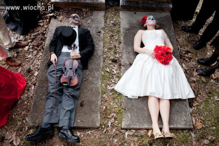 Zdjęcia ślubne na cmentarzu