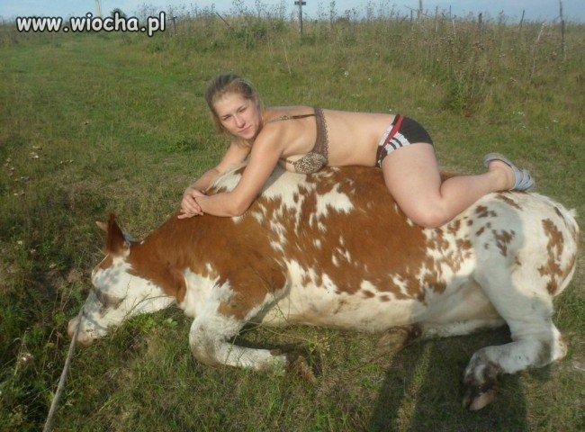 Ona i jej krówka