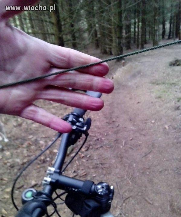 Ktoś bardzo nie lubi kolarzy górskich
