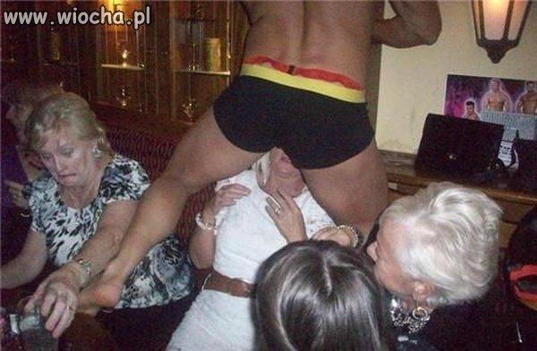 Striptiz dla staruszek.