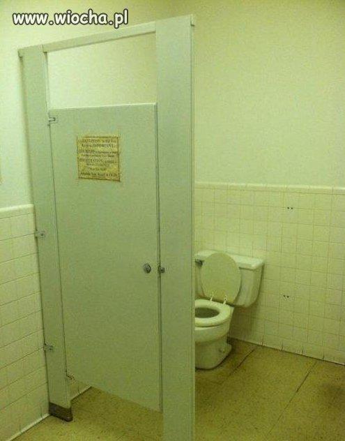 W pewnym WC