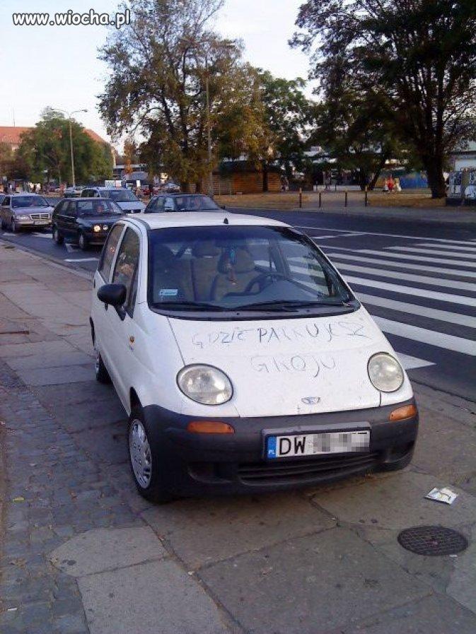Ktoś to parkowanie docenił ...