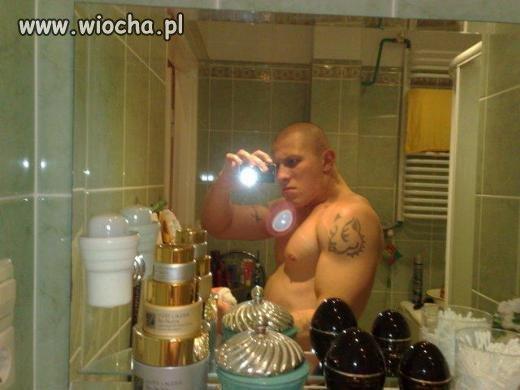 Sweet focia- lans przed lustrem
