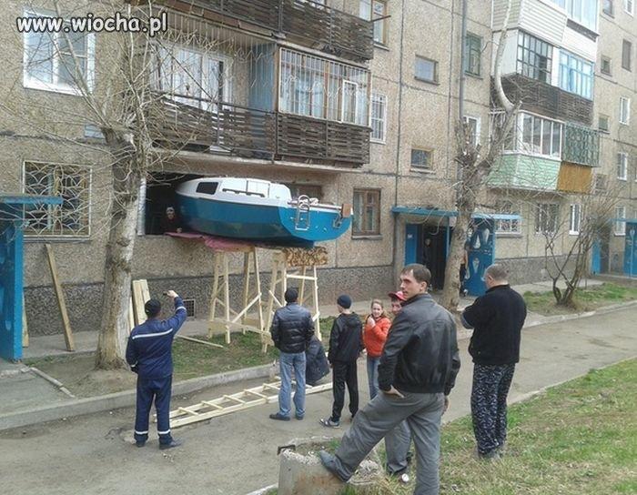 Na zimę Alosza łódź schowa porządnie.
