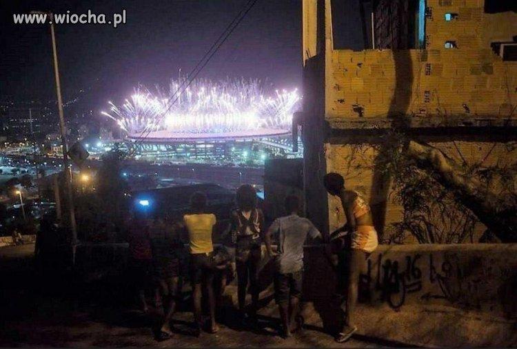 A tak Brazylijczycy oglądali otwarcie olimpiady