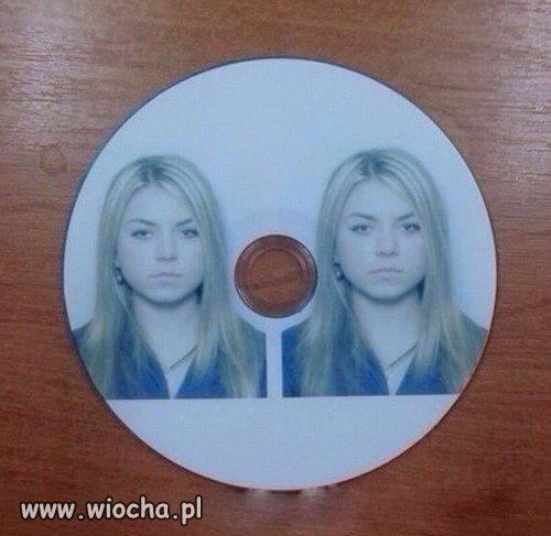 Kazali przynieść dwa zdjęcia na płycie CD