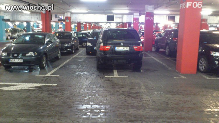 C.H. Arkadia, miejsc do parkowania brakuje